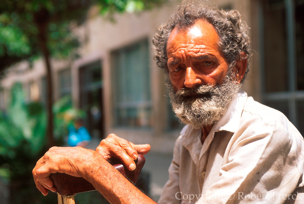 CUBA, HAVANA (HABANA VIEJA) portrait of an old man in Habana Vieja