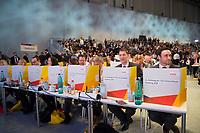 DEU, Deutschland, Germany, Hamburg, 07.12.2018: Delegierte bei der Wahl des CDU-Vorsitzenden mit mobilen Wahlkabinen auf den Tischen beim Bundesparteitag der CDU in der Messe Hamburg.