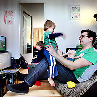 Nederland, Amsterdam , 22 februari 2013.<br /> Klein behuisde gezinnen.<br /> Klein behuisd in de Baarsjes.<br /> Annelies en Hidde met Dajo (oudste) en Miel. A family of 4 are cramped for room in a former working-class district in Amsterdam. It is one of the deprived areas in the Netherlands.