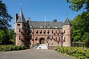 APELDOORN, 09-06-2021 , Kroondomein Het Loo<br /> <br /> Kroondomein Het Loo is een landgoed op de Veluwe, in de Nederlandse provincie Gelderland. Het is het grootste landgoed van Nederland en omvat ongeveer 10.400 hectare.<br /> <br /> Op de foto:  Kasteel Het Oude Loo is een jachtslot uit de 15e eeuw dat zich bevindt op het Kroondomein Het Loo,