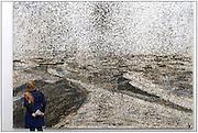 Duitsland, Duisburg, 30-10-2016Een van vroegere de binnenhavens van deze stad is omgevormd tot een industrieel stadspark . Een industriepark waarbij oude fabrieken en pakhuizen veranderd zijn in plaatsen voor cultuur en horeca. Hier in het Kuppersmuhle museum voor hedendaagse, moderne kunst hangt werk van o.a. de duitse kunstenaar, schilder, Anselm Kiefer . (Vrouw op foto is echtgenote fotograaf)Foto: Flip Franssen