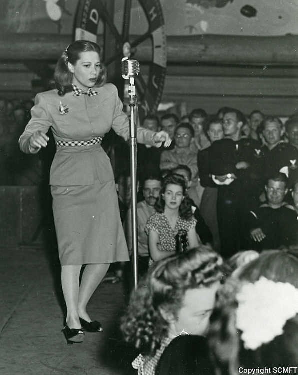 1942 Dinah Shore sings for the audience at the Hollywood Canteen.