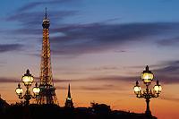 France, Paris (75), la Tour Eiffel illuminée (© SETE-illuminations Pierre Bideau) // France, Paris, Eiffel Tower at night
