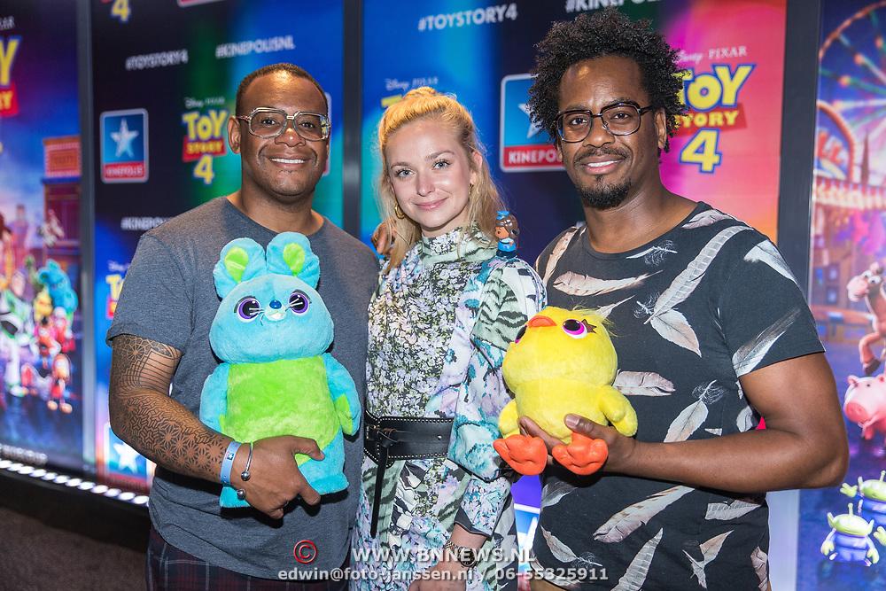 NLD/Utrecht/20190622 - Filmpremiere Toy Story 4, Howard Komproe met zijn broer Rogier Komproe en Pip Pellens