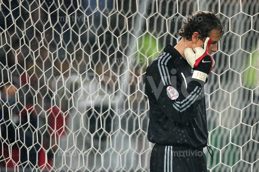 Euro 2008 Qualifikation Deutschland - Zypern Jens LEHMANN (GER) wischt sich den Regen aus dem Gesicht, Mittelfinger.
