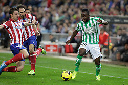 27.10.2013, Estadio Vicente Calderon, Madrid, ESP, Primera Division, Atletico Madrid vs Real Betis, 10. Runde, im Bild Atletico de Madrid's Gabi (L) and Juanfran (C) and Real Betis Cedrick (R) // Atletico de Madrid's Gabi (L) and Juanfran (C) and Real Betis Cedrick (R) during the Spanish Primera Division 10th round match between Club Atletico de Madrid and Real Betis at the Estadio Vicente Calderon in Madrid, Spain on 2013/10/28. EXPA Pictures © 2013, PhotoCredit: EXPA/ Alterphotos/ Victor Blanco<br /> <br /> *****ATTENTION - OUT of ESP, SUI*****