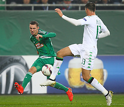 20.10.2016, Weststadion, Wien, AUT, UEFA EL, SK Rapid Wien vs US Sassuolo Calcio, Gruppe F, im Bild Mario Pavelic (SK Rapid Wien) und Federico Peluso (US Sassuolo Calcio) // during a UEFA Europa League group F match between SK Rapid Vienna and US Sassuolo Calcio at the Weststadion, Vienna, Austria on 2016/10/20. EXPA Pictures © 2016, PhotoCredit: EXPA/ Thomas Haumer
