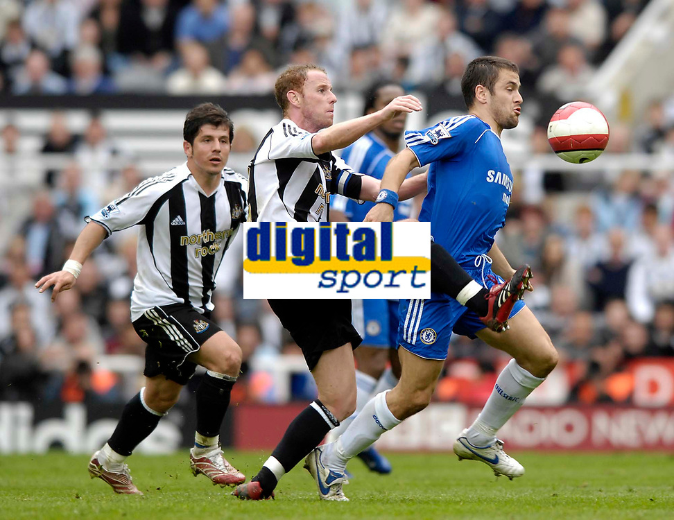 Photo: Jed Wee/Sportsbeat Images.<br /> Newcastle United v Chelsea. The Barclays Premiership. 22/04/2007.<br /> <br /> Chelsea introduce Joe Cole (R) with about 30 minutes to go as Newcastle's Nicky Butt keeps a close watch on him.