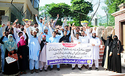 August 16, 2017 - Pakistan - RAWALPINDI, PAKISTAN, AUG 16: Members of Teachers Organization Azad Kashmir are .holding protest demonstration for acceptance of their demands, at Rawalpindi press club on .Wednesday, August 16, 2017. (Credit Image: © PPI via ZUMA Wire)