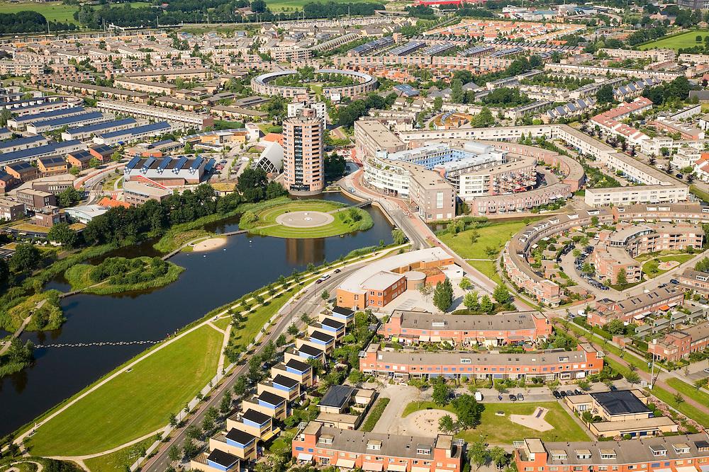 Nederland, Utrecht, Amersfoort, 28-06-2006; luchtfoto (25% toeslag de nieuwbouwwijken Kattenbroek en Zielhorst; eengezinswoning, woningbouw, tekentafel, rijtjeshuizen, woontoren,  doorzonwoning, waterpartij, architectuur, planologie, ruimtelijke ordening; verstedelijking, urbanisatie, planning, tegenstelling stad-platteland, landschappen; zie ook andere foto's van deze lokatie .luchtfoto (toeslag aerial photo (additional fee required .foto Siebe Swart / photo Siebe Swart