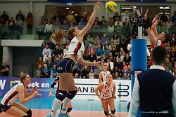 20181024 NED: CL, Sliedrecht Sport - Allianz MTV Stuttgart, Sliedrecht<br />Jolijn de Haan (4) of Sliedrecht Sport, Renata Sandor (7) of Allianz MTV Stuttgart<br />©2018-FotoHoogendoorn.nl / Pim Waslander