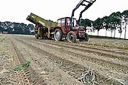 Nederland, Groesbeek, 30-9-2014 Met een trekker, tractor en een oogstmachine wordt de aardappeloogst binnengehaald. Foto: Flip Franssen/Hollandse Hoogte
