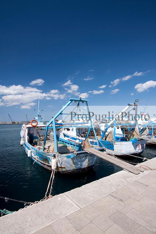 Poppa di due paranze ormeggiate nel Porto Mercantile di Gallipoli (LE)