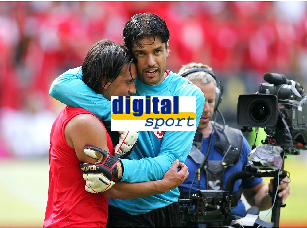 v.l. Hakan Yakin, Pascal Zuberbuehler Schweiz<br /> Fussball WM 2006 Togo - Schweiz <br /> Togo - Sveits<br /> Norway only