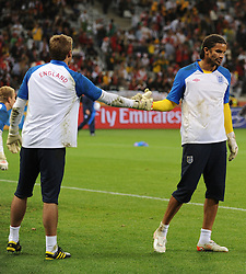 18.01.2010, Green Point Stadium, Cape Town, RSA, FIFA WM 2010, England (ENG) vs Algeria (ALG), im Bild David James with Robert Green of England during the pre match warm up touch gloves as they exchange places in goal. EXPA Pictures © 2010, PhotoCredit: EXPA/ IPS/ Marc Atkins / SPORTIDA PHOTO AGENCY