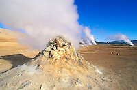 Islande. Fumerolle a Hverir. Lac Myvatn. // Iceland. Smoke and gas at Hverir. Myvatn lake.