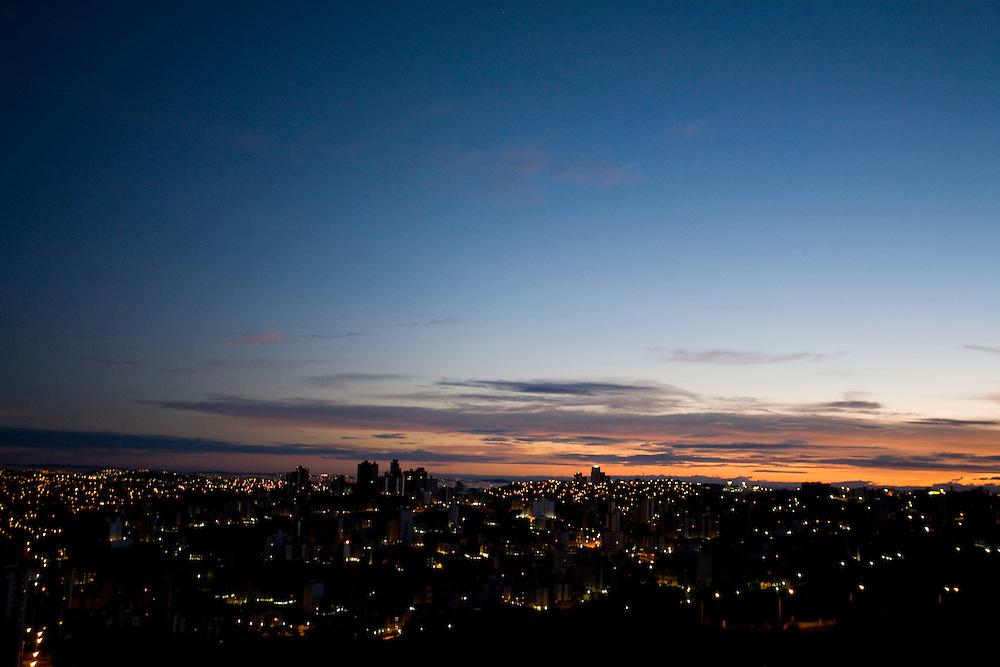 Belo Horizonte_MG, Brasil...Bairro Buritis em Belo Horizonte ao amanhecer...Buritis neighborhood in Belo Horizonte at sunsire...Foto: LEO DRUMOND / NITRO
