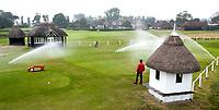 SANDWICH (GB) - Het startershuisje met de  tee van Hole 1 met op de achtergrond het clubhuis. The Royal St. George's Golf Club (1887), één van de oudste en meest beroemde golfclubs in Engeland. COPYRIGHT KOEN SUYK