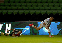 Simon Zebo beats Mike Brown of Harlequins to score the 3rd Racing 92 Try Dejected Harlequins players after the 3rd Racing 92 Try