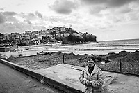 """AGROPOLI (SA) - 4 FEBBRAIO 2018:  Una donna passeggia lungo il Lido Azzurro periodicamente invaso da alghe che periodicamente si depositano da quando è stata costruita la barriera frangi-onda, soprannominata dai cittadini """"Porto Furbo"""", voluta dall'ex sindaco di Agropoli Franco Alfieri, oggi candidato alla Camera dei Deputati nel collegio uninominale di Agropoli (Campania) il 4 febbraio 2018. Antonio Giorno dice: """"Era una spiaggia bellissima. Non era così 60 anni fa"""".<br /> <br /> Le elezioni politiche italiane del 2018 per il rinnovo dei due rami del Parlamento – il Senato della Repubblica e la Camera dei deputati – si terranno domenica 4 marzo 2018. Si voterà per l'elezione dei 630 deputati e dei 315 senatori elettivi della XVIII legislatura. Il voto sarà regolamentato dalla legge elettorale italiana del 2017, soprannominata Rosatellum bis, che troverà la sua prima applicazione<br /> <br /> ###<br /> <br /> AGROPOLI, ITALY - 4 FEBRUARY 2018: A woman walks by the Lido Azzurro (Blu Beach) periodically periodicamente invaded by seaweed that deposit themselves along the beach since the construction of seawall wanted by Franco Alfieri (PD, Democratic Part, Partito Democratico), former mayor of Agropoli and chief of staff of the governor of the Campania region Vincenzo De Luca, now running as a candidate for a seat in the Chamber of Deputies in the 2018 Italian General Elections, in Agropoli, Italy, on February 4th 2018.<br /> <br /> The 2018 Italian general election is due to be held on 4 March 2018 after the Italian Parliament was dissolved by President Sergio Mattarella on 28 December 2017.<br /> Voters will elect the 630 members of the Chamber of Deputies and the 315 elective members of the Senate of the Republic for the 18th legislature of the Republic of Italy, since 1948."""
