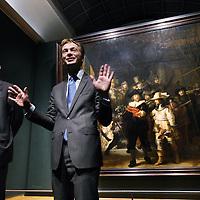 Nederland, Amsterdam , 26 oktober 2011..Ceo (en oud-marketeer) van Philips, Frans Van Houten,(links en directeur Rijksmuseum Wim Pijbes tijdens de presentatie van de NED verlichting van Rembrandt's Nachtwacht..Foto:Jean-Pierre Jans