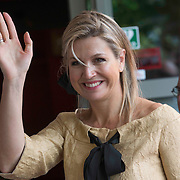 NLD/Huizen/20140515 -  Koningin Maxima woont jubileumconcert Stichting Muziek in Huis bij in Huizen<br /> <br />                                                                         <br /> Queen Maxima at the 15th anniversary and 7500 ste concert of the Music in House Foundation at the Elderly home De Bolder in Huizen   -  on the photo: Maartje van Weegen