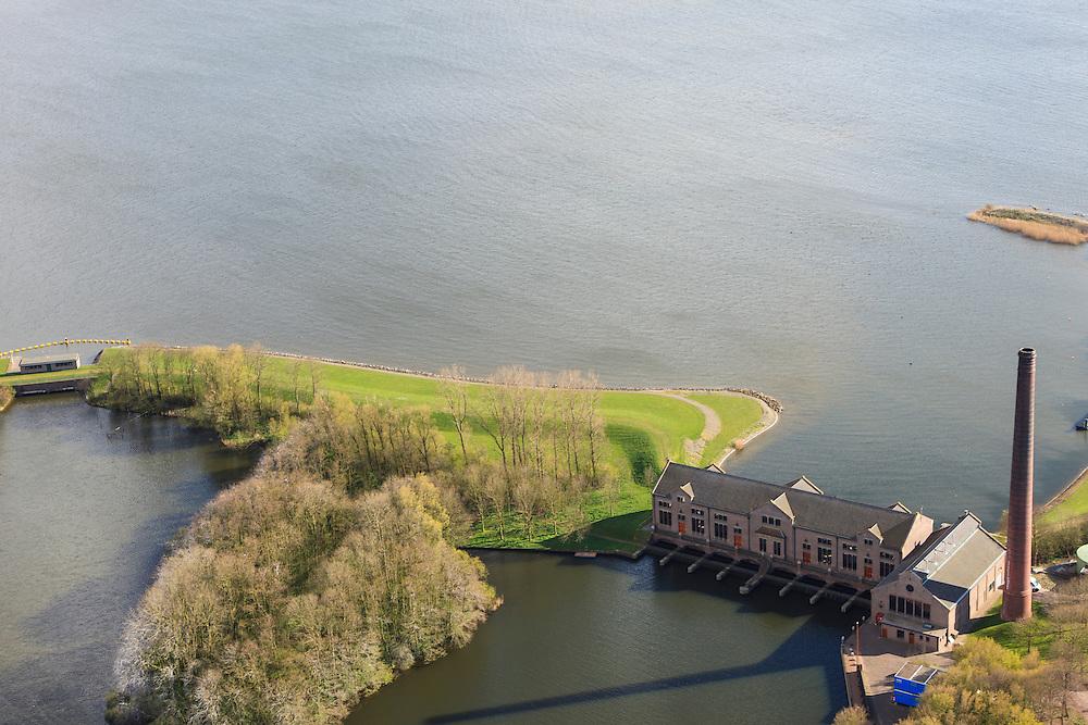 Nederland, Friesland, Gemeente Lemsterland, 16-04-2012; Lemmer, ir. D.F. Woudagemaal. Het stoomgemaal staat op de Unesco Werelderfgoedlijst en is het grootste nog in bedrijf zijnde stoomgemaal ter wereld. Bij extreem hoge waterstand doet het gemaal nog dienst en helpt om de waterstand van het Friese boezem op peil te houden. Sinds 1967 is het gemaal oliegestookt. ..Lemmer, ir D.F. Woudagemaal. The steam pumping station features on the UNESCO World Heritage List and is the largest pumping station still in operation worldwide. At extreme high water, the station is still in service and helps to maintain the proper water level of the Friesian boezemwater. Since 1967, the pumping station is oil fired..luchtfoto (toeslag), aerial photo (additional fee required).foto/photo Siebe Swart