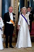 Staatsbezoek van Koning Willem Alexander en Koningin Máxima aan het Verenigd Koninkrijk<br /> <br /> Statevisit of King Willem Alexander and Queen Maxima to the United Kingdom<br /> <br /> Op de foto / On the photo: Staatsbanket in Buckingham Palace  Prins Charles en Hertogin Camilla<br /> <br /> State banquet in Buckingham Palace with State banquet in Buckingham Palace Prince Charles and Duchess Camilla