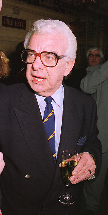 TV personality BARRY CRYER at a luncheon in London on 3rd February 1999.MNW 9