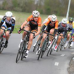 DELFZIJL wielrennen, De eerste etappe van de Energiewachttour 2014 werd verreden rond Delfzijl. Ellen van Dijk probeert de groep uit elkaar te trekken