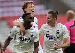 Målscorer Mohamed Daramy (FC København) jubler med Jens Stage og Bryan Oviedo efter scoringen til 1-0 under kampen i 3F Superligaen mellem FC København og AaB den 17. juni 2020 i Telia Parken, København (Foto: Claus Birch).