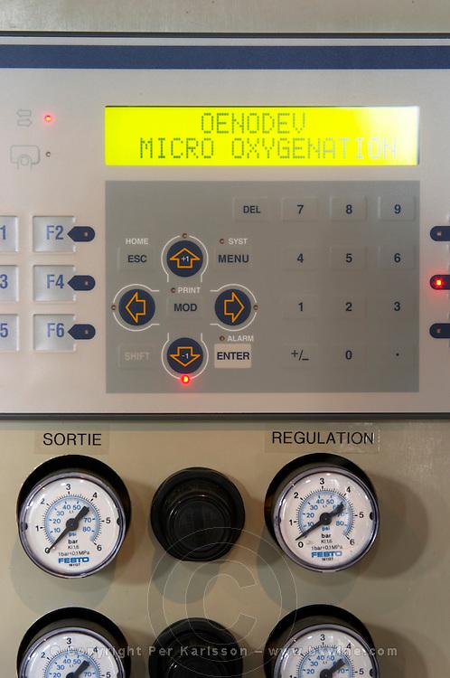 micro-oxygenation device control module chateau le boscq st estephe medoc bordeaux france