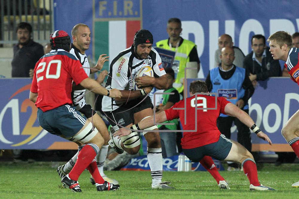 Parma , Stadio XXV Aprile . Marco Bortolami capitano delle Zebre cerca di rompere il placcaggio di Cathal Sheridan