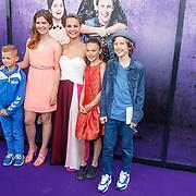 NLD/Amsterdam/20150614 - Filmpremiere Spangas in Actie, Stijn Fransen en haar tv kinderen o.a. Lois Beekhuizen