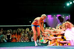 10-05-2008 VOLLEYBAL: DELA MEIDENDAG: APELDOORN<br /> Zo n 1500 meisjes woonden de teampresentatie van het Nederlands vrouwenvolleybalteam bij. De DELA meidendag werd weer een groot succes / Kim Staelens<br /> ©2008-WWW.FOTOHOOGENDOORN.NL