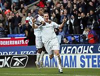 Photo: Paul Thomas.<br />Bolton Wanderers v Manchester City. The Barclays Premiership. 21/01/2006.<br />Bolton players Ricardo Vaz Te (L) and Kevin Nolan celebrate Nolan's goal.