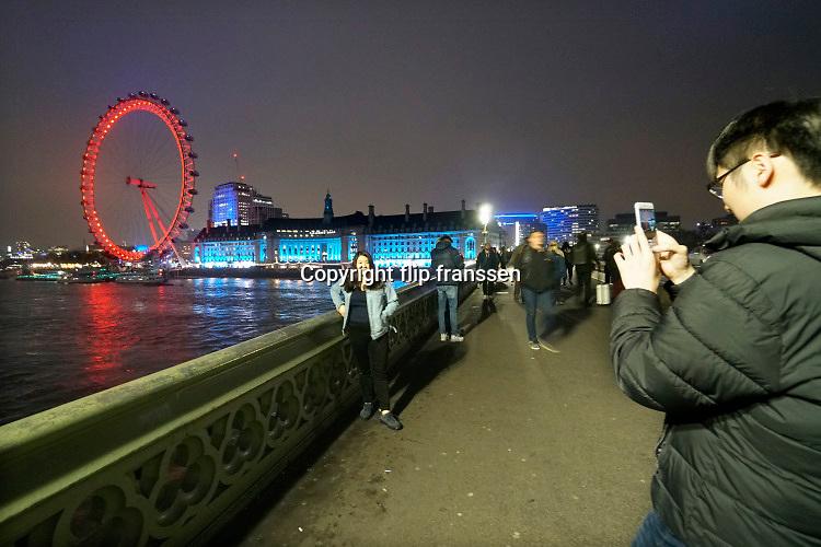 Engeland, Londen, 10-4-2019Straatbeeld van het centrum van de stad. The London eye, westminster bridge.Foto: Flip Franssen
