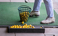 ROTTERDAM - GolfStart , een programma van de NGF, voor beginnende golfers , op de Kralingse Golf Club olv PGA professional Caroline Nieuwenhuisen. COPYRIGHT KOEN SUYK
