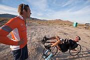 Wil Baselmans van het Human Power Team Delft en Amsterdam rijdt uit op de tweede westrijddag van de WHPSC. In Battle Mountain (Nevada) wordt ieder jaar de World Human Powered Speed Challenge gehouden. Tijdens deze wedstrijd wordt geprobeerd zo hard mogelijk te fietsen op pure menskracht. Ze halen snelheden tot 133 km/h. De deelnemers bestaan zowel uit teams van universiteiten als uit hobbyisten. Met de gestroomlijnde fietsen willen ze laten zien wat mogelijk is met menskracht. De speciale ligfietsen kunnen gezien worden als de Formule 1 van het fietsen. De kennis die wordt opgedaan wordt ook gebruikt om duurzaam vervoer verder te ontwikkelen.<br /> <br /> Wil Baselmans of the Human Power Team Delft and Amsterdam cools down at the second day at the WHPSC. In Battle Mountain (Nevada) each year the World Human Powered Speed Challenge is held. During this race they try to ride on pure manpower as hard as possible. Speeds up to 133 km/h are reached. The participants consist of both teams from universities and from hobbyists. With the sleek bikes they want to show what is possible with human power. The special recumbent bicycles can be seen as the Formula 1 of the bicycle. The knowledge gained is also used to develop sustainable transport.