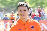 De Oranje Fandag is een gezamenlijk initiatief van de KNVB en zijn hoofdsponsor ING, om jeugdvoetballers en fans dichtbij Oranje te brengen en wordt gehouden bij de KNVB in Zeist<br /> <br /> Op de foto:  Steven Berghuis