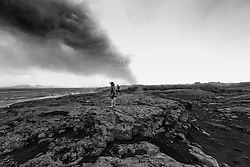 Toxic gas and hot steam from the hot lava. Volcano eruption at Holuhraun highlands of Iceland - Eldgos við Holuhraun, menn að ganga við nýrunnið heitt hraunið