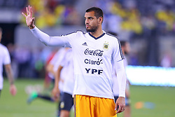 September 11, 2018 - East Rutherford, NJ, U.S. - EAST RUTHERFORD, NJ - SEPTEMBER 11:  Argentina goalkeeper Sergio Romero (1) waves to the crowd prior to the International Friendly Soccer game between Argentina and Colombia on September 11, 2018 at MetLife Stadium in East Rutherford, NJ.   (Photo by Rich Graessle/Icon Sportswire) (Credit Image: © Rich Graessle/Icon SMI via ZUMA Press)