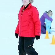 AUT/Lech/20080210 - Fotosessie Nederlandse Koninklijke familie in lech Oostenrijk, Koninging Beatrix
