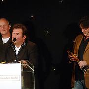 NLD/Bussum/20051212 - Uitreiking Gouden Beelden 2005, Johnny Kraaykamp Jr. reikt beeld uit voor beste comedy aan Jiskefet
