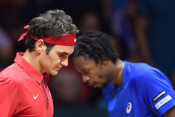 21.11.2014, Stade Pierre Mauroy, Lille, FRA, Davis Cup Finale, Frankreich vs Schweiz, im Bild Roger Federer (SUI) und Gael Monfils (FRA) beim Seitenwechsel // during the Davis Cup Final between France and Switzerland at the Stade Pierre Mauroy in Lille, France on 2014/11/21. EXPA Pictures © 2014, PhotoCredit: EXPA/ Freshfocus/ Valeriano Di Domenico<br /> <br /> *****ATTENTION - for AUT, SLO, CRO, SRB, BIH, MAZ only*****