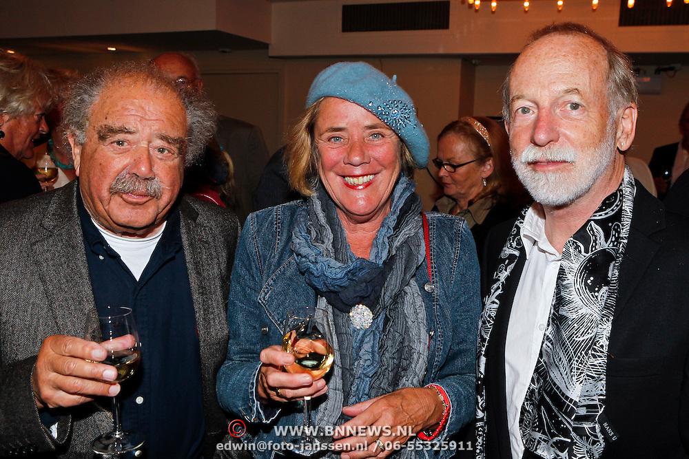 NLD/Amsterdam/20100910 - Paul van Vliet viert 75ste verjaardag met vrienden, Eli Asser en partner met Jan Naeye