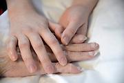 Nederland, Nijmegen, 27-2-2013Handen van een terminale patient, vrouw.Foto: Flip Franssen