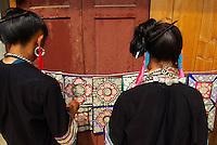 Chine. Province du Guizhou. Marche dans les environs de Congjiang. Miao Noir. // China. Guizhou province. Market around Congjiang. Black Miao ethnic group.