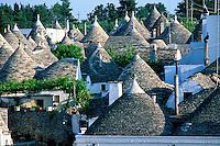 Italie, Les Pouilles, Alberobello, Trulli, logements traditionnels //  Trulli (typical dwellings), Alberobello, Puglia, Italy