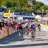 Fra målgang under Tour of Norway sykkelritt etappe 2: Kvinesdal - Mandal. Kristoffer Halvorsen til venstre og etappevinner Jose Alvaro Hodeg. Boasson Hagen i midten.